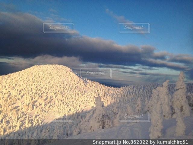 雪の覆われた山々 の景色 - No.862022