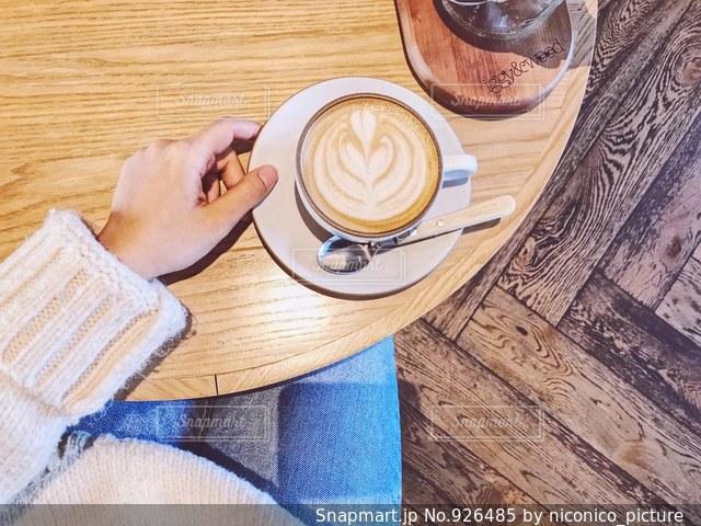 服とコーヒーの写真・画像素材[926485]