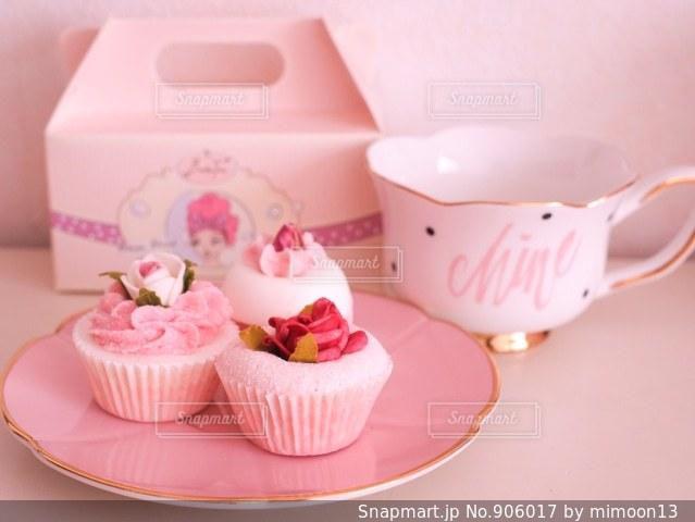 小さなピンクのケーキの写真・画像素材[906017]