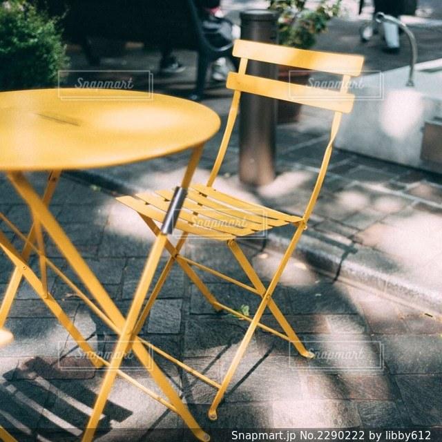 黄色い椅子の写真・画像素材[2290222]