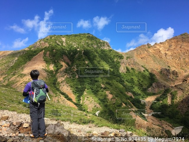 山から山を見ているの図 - No.904435