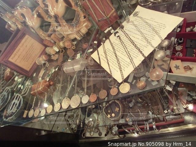 古着屋 ヴィンテージライクなアクセサリーの写真・画像素材[905098]