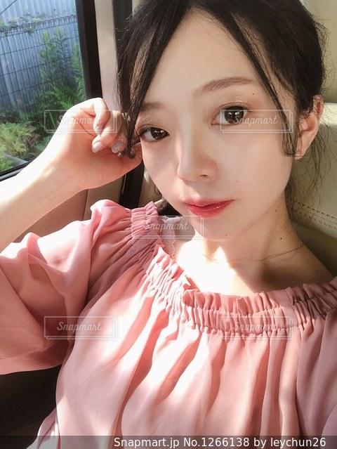 クローズ アップ撮影、selfie ピンクの髪を持つ女性のの写真・画像素材[1266138]