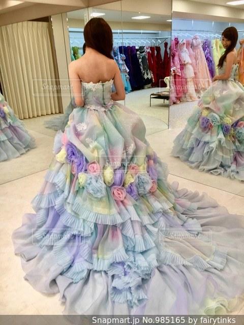 結婚式のカラードレス選びの写真・画像素材[985165]