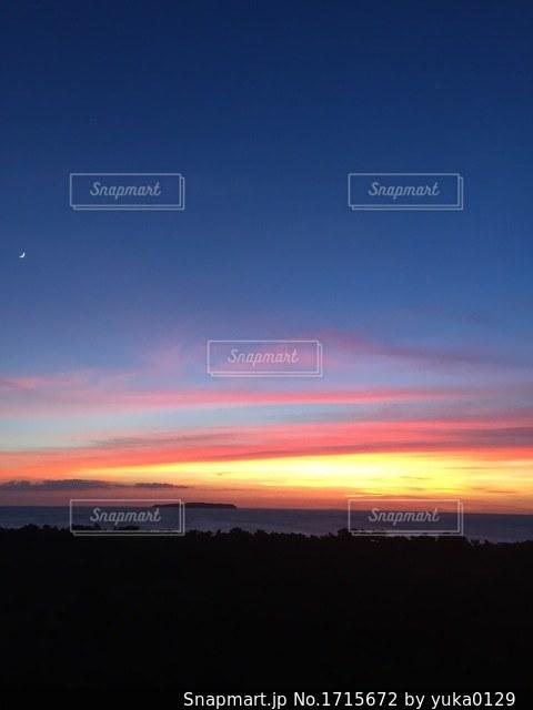 背景の夕日の写真・画像素材[1715672]