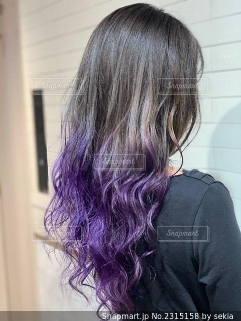 紫髪の女性の写真・画像素材[2315158]