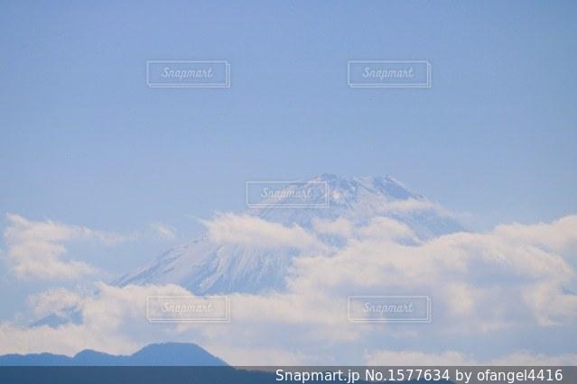 雲隠れ富士山の写真・画像素材[1577634]