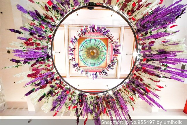 花で作ったシャンデリアの写真・画像素材[955497]