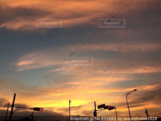 曇りの日のトラフィック ライトの写真・画像素材[955683]