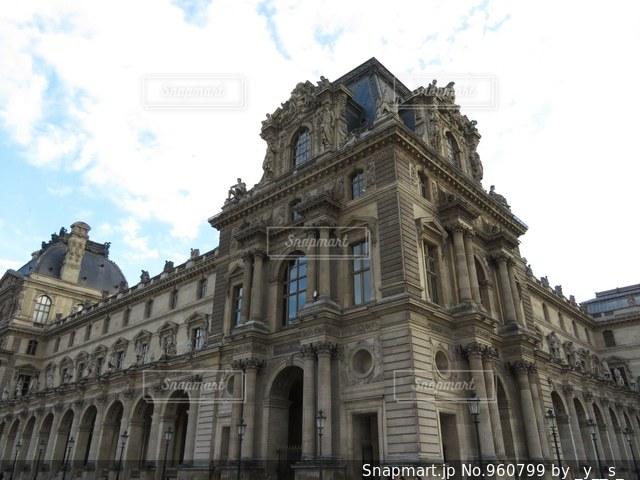 大規模な石造りの建物の写真・画像素材[960799]