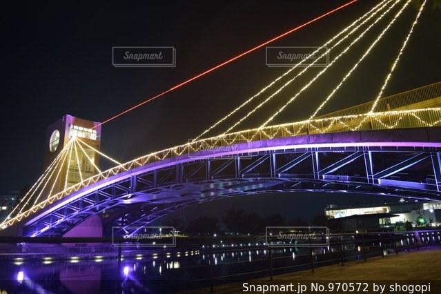 バック グラウンドで大きな橋の写真・画像素材[970572]