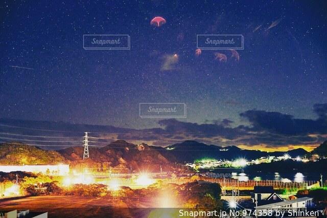 夜の街の景色の写真・画像素材[974358]