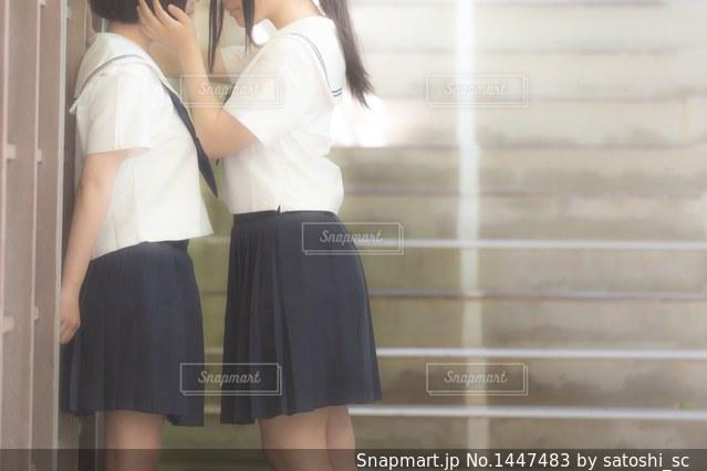 女の子に迫る女の子(百合)の写真・画像素材[1447483]