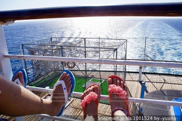 カップルの船旅の写真・画像素材[1001524]