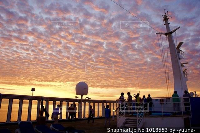 船からの夕焼けの写真・画像素材[1018553]