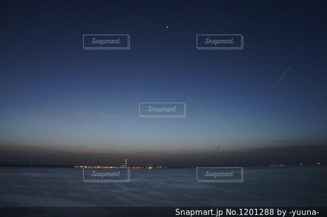 船の上からの夜空の写真・画像素材[1201288]