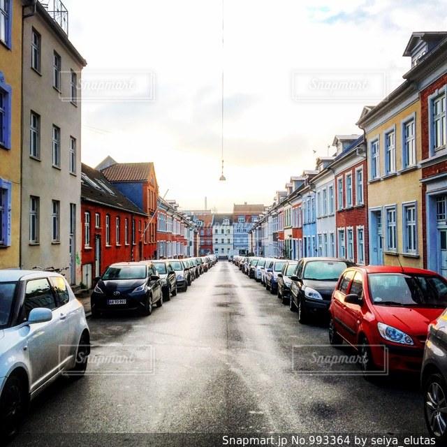 街の通りに駐車の写真・画像素材[993364]