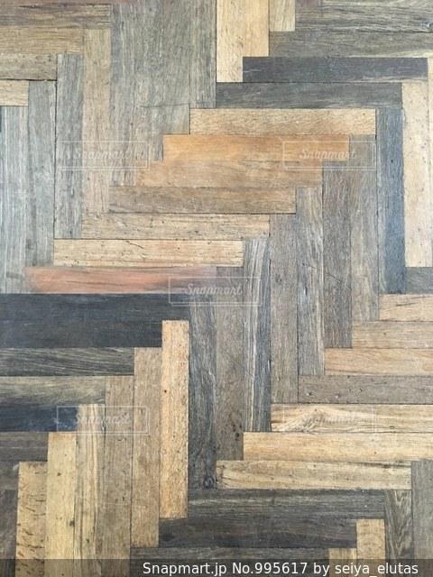 ヘリンボーンの床の写真・画像素材[995617]