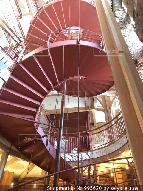 デンマークのお城にある螺旋階段の写真・画像素材[995620]