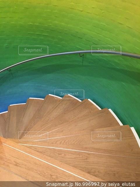 カラフルな階段の写真・画像素材[996997]