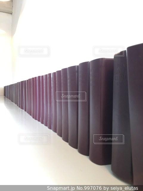 綺麗に並んだ本🇩🇰の写真・画像素材[997076]