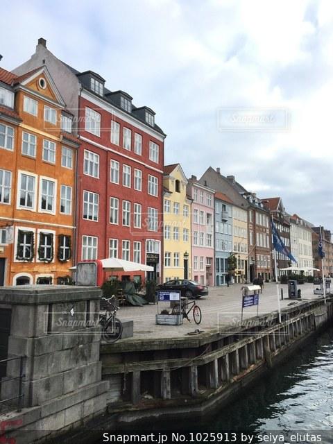 デンマークの首都コペンハーゲンにある人気観光地「ニューハウン」の写真・画像素材[1025913]