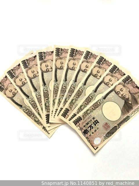 10万円分の一万円札の扇写真の写真・画像素材[1140851]