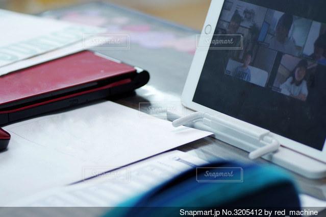 リモート学習をする子供の写真・画像素材[3205412]