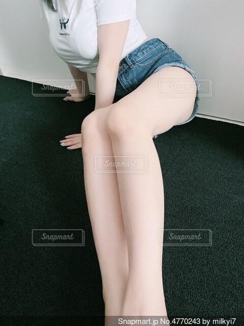 ポーズをとる女性の写真・画像素材[4770243]