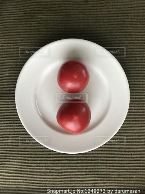 皿の上のフルーツ ボウルの写真・画像素材[1249273]
