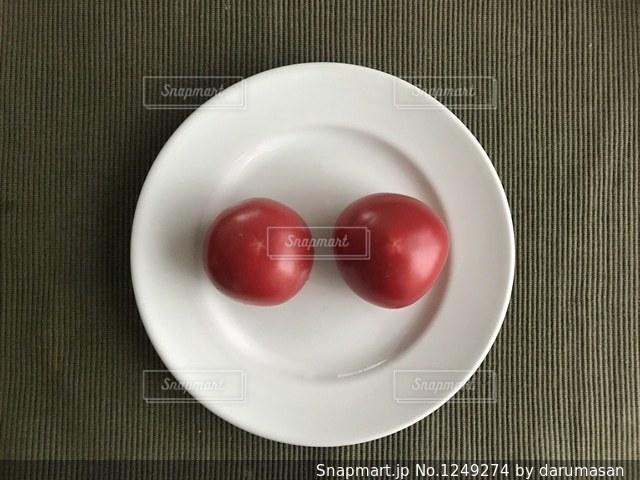 皿の上のフルーツ ボウルの写真・画像素材[1249274]