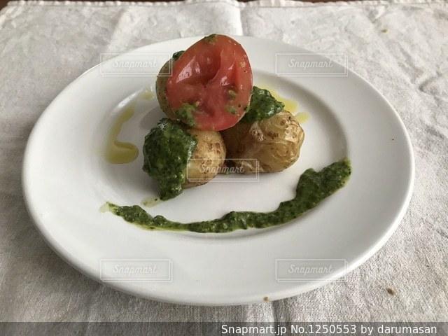 じゃがいも料理のプレートの写真・画像素材[1250553]