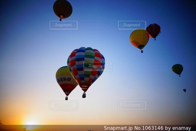 早朝のバルーンの写真・画像素材[1063146]