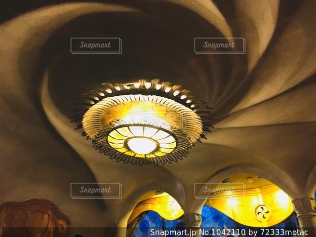 カサ・バトリョ 個性的なランプの写真・画像素材[1042110]