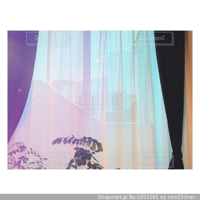 窓のある部屋の写真・画像素材[1052161]