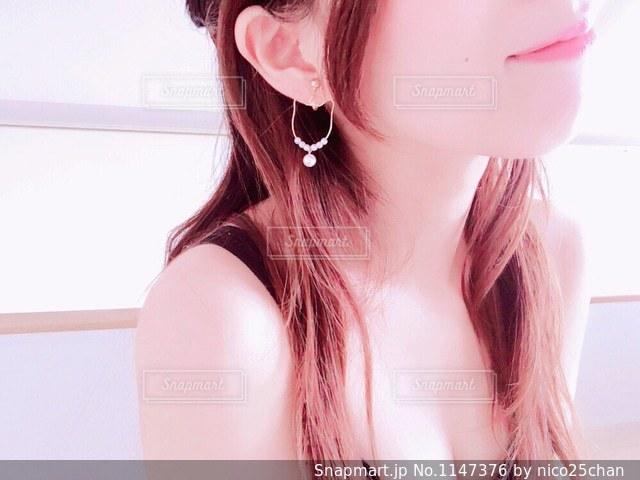 女性の口元〜胸元の写真・画像素材[1147376]