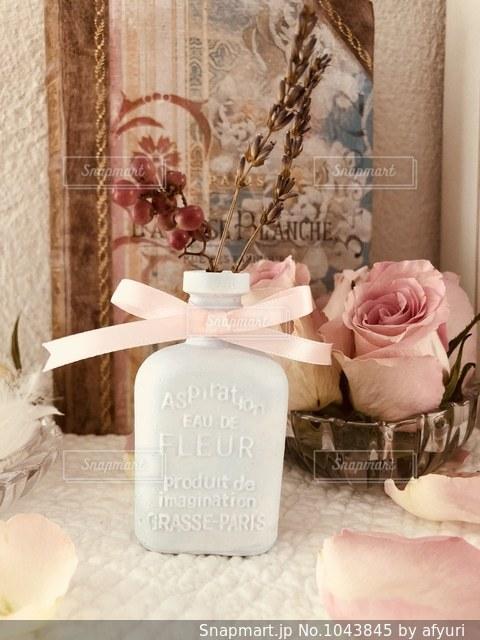 石膏で香水ボトルのアロマストーンの写真・画像素材[1043845]