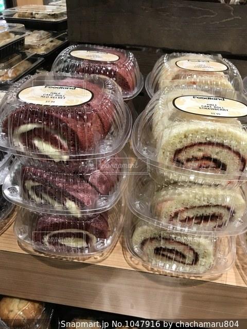 スーパーのロールケーキちゃんの写真・画像素材[1047916]