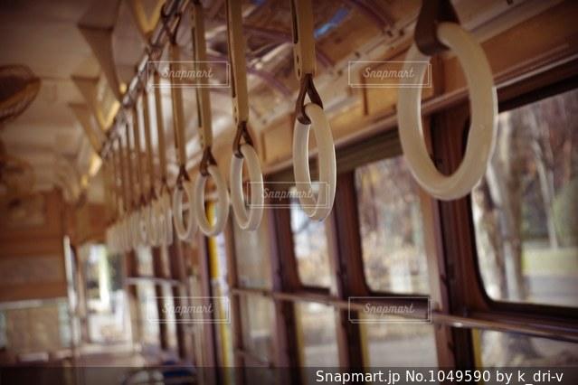 昔ながらの電車内の写真・画像素材[1049590]