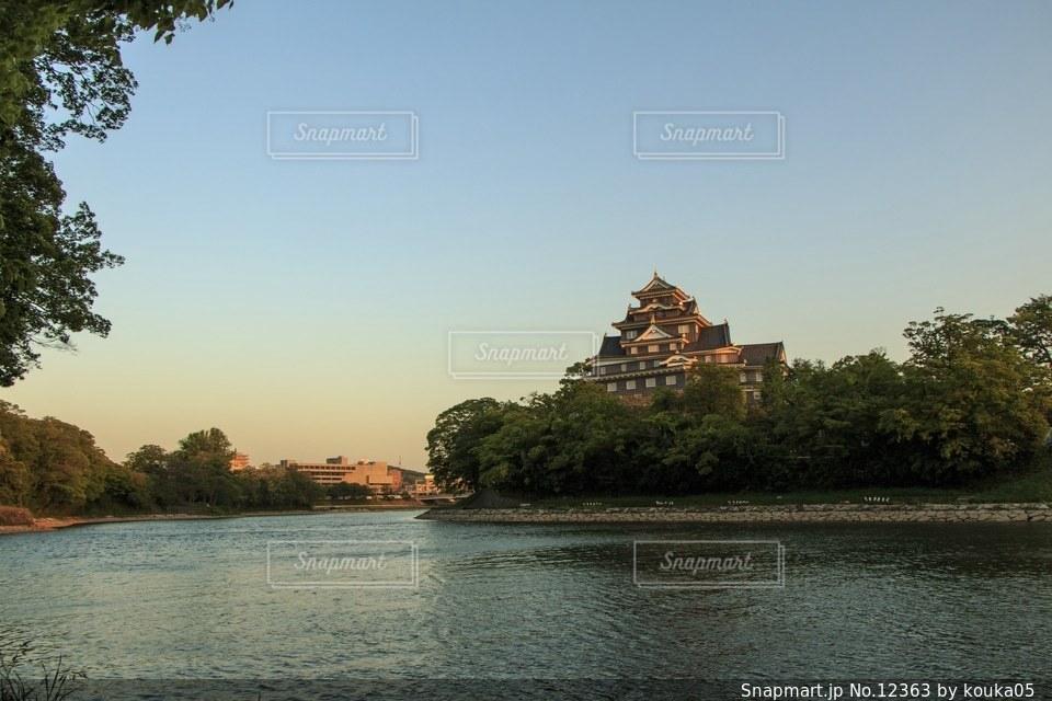 夕暮れの岡山城の写真・画像素材[12363]