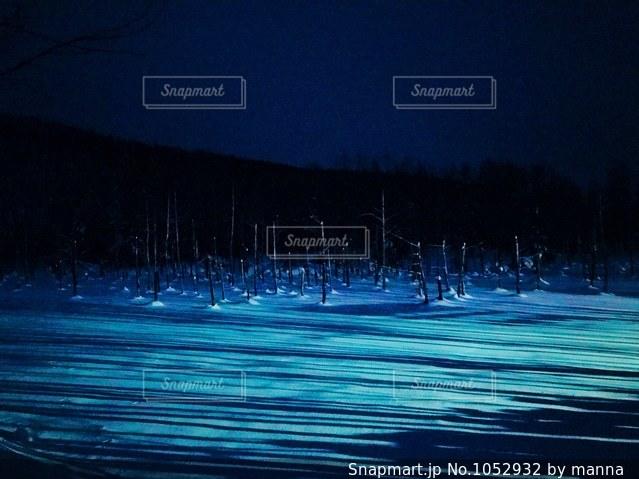 青い池〜ライトアップver.の写真・画像素材[1052932]