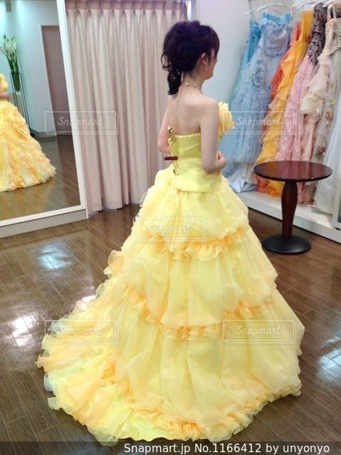 黄色のドレスの写真・画像素材[1166412]