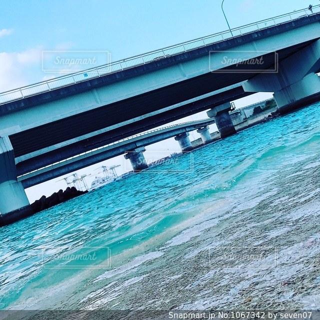 青空と海と橋の写真・画像素材[1067342]