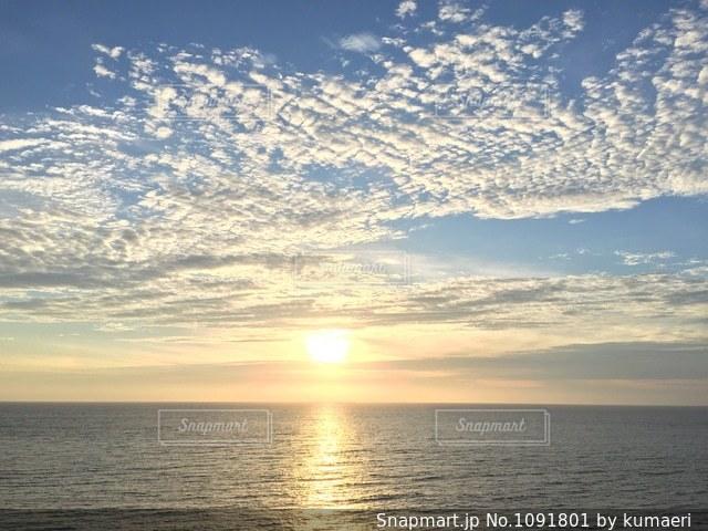 海に沈む夕日の写真・画像素材[1091801]