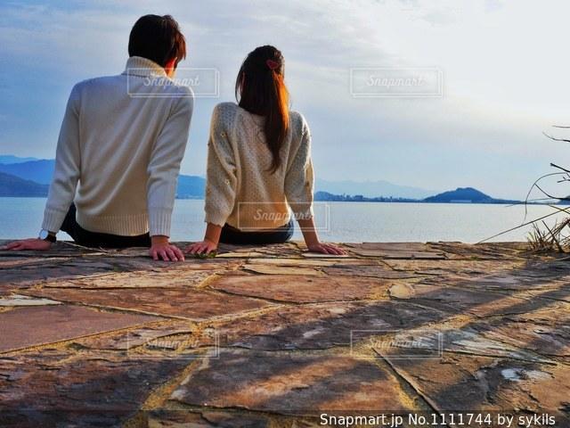 海辺のカップルの写真・画像素材[1111744]