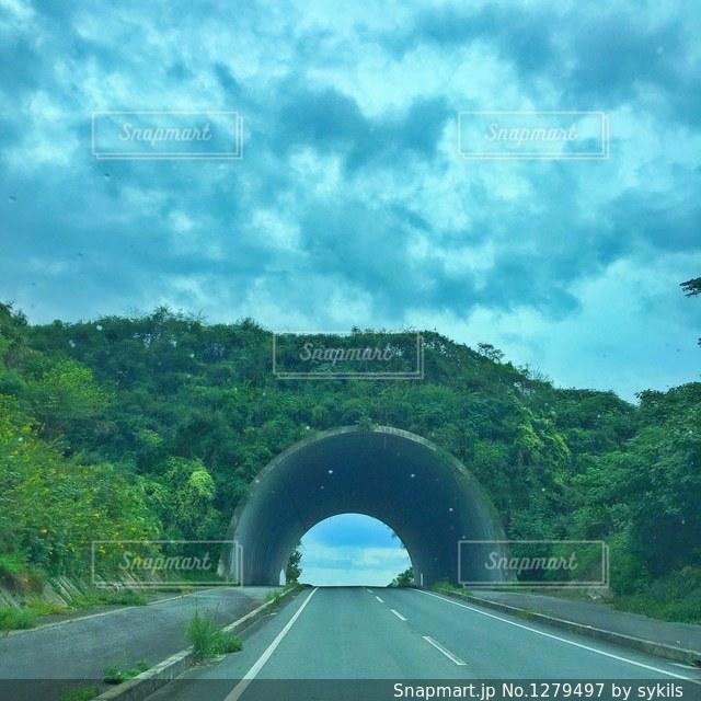 トンネルの入り口の写真・画像素材[1279497]