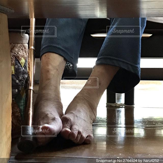 おばあちゃんの素足の写真・画像素材[2764924]