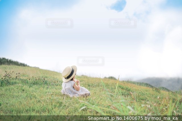 高原でおやつタイム!の写真・画像素材[1400675]