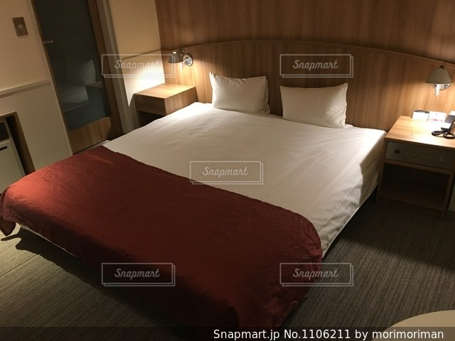 ラブホのベッドの写真・画像素材[1106211]
