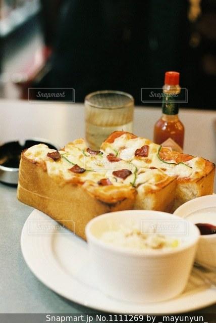 喫茶店のピザトーストの写真・画像素材[1111269]